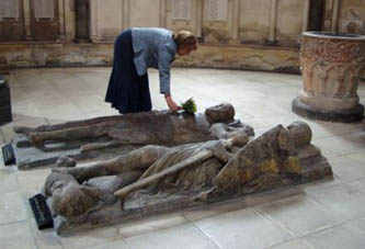 Elizabeth Chadwick visiting the William Marshal effigy